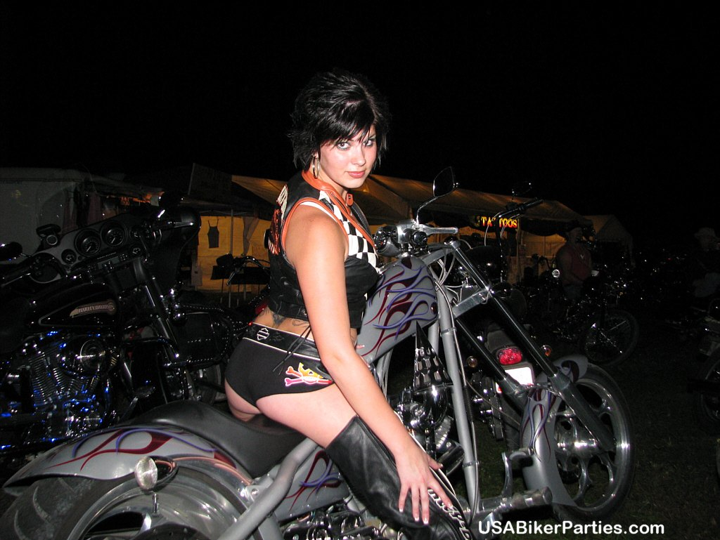 Real biker chicks pussy share